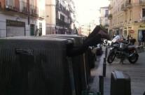 "Arte urbano casual ""Reciclando humanos"""