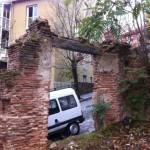 """Casa en ruinas: """"el irreductible dintel"""""""